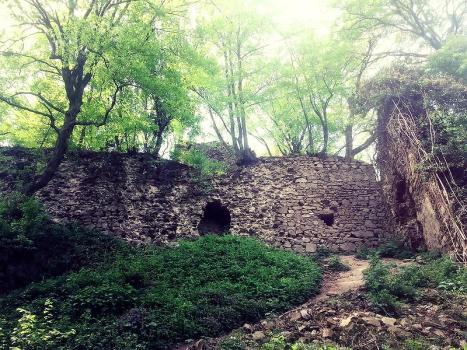 from http://mysterycastle.blog.cz/1404/historia-hradu-biely-kamen